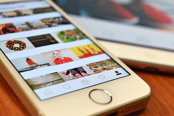 Instagramのまとめ機能の使い方を解説!できない場合の原因や対処法は?